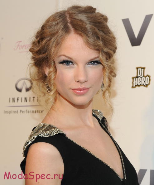 NEW YORK - DECEMBER 08: Singer Taylor Swift attends the launch of VEVO, a music-video website, at Skylight Studio on December 8, 2009 in New York City. (Photo by Jason Kempin/Getty Images)